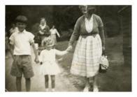 Mrs Eunice Davies gyda Brython a Llinos Davies