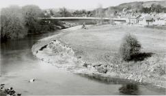 Gwaith adeiladdu Pont y Cambrian, Y Drenewydd,...