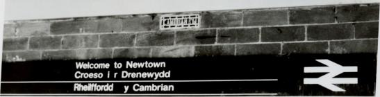 Bilingual sign at Newtown Railway Station