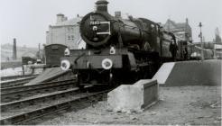 Locomotif stêm 7803  yng Ngorsaf Reilffordd y...