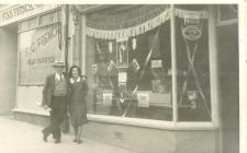 Ernie a Matilda Greco Woodfield St Café, Abertawe