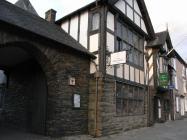 Owain Glyndŵr archway Machynlleth, 2008
