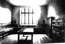 Cowbridge Grammar School chemistry lab