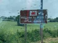 Arwydd Cymru ar Gau, Cyfnod y Cloi, 2020