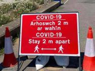 Arhoswch 2m ar wahân, COVID 19, 2020