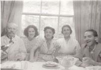 Teulu Pelosi, Mymbls, Abertawe, c.1939