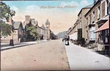 Stryd Fawr Porthmadog ym 1906 a 2019