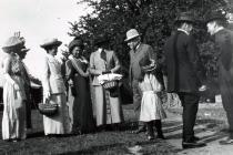 Parti Llangibby House, 1902  gyda grŵp o...