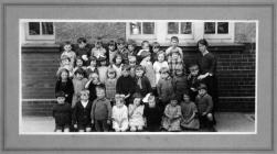 Cwrt Sart Infant School, Briton Ferry 1923 / 24