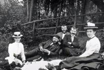 Llangibby House, grŵp ar bicnic, 1902