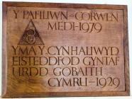 """Wooden plaque inscribed """" Yma y cynhaliwyd..."""