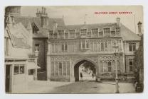 Postcard of Malvern Abbey Gateway, 1908
