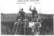Women's Land Army working on the land, WW2
