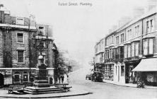 Stryd Talbot, Maesteg, yn y 1920au, yn dangos...