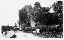 St. Quentins Castle, Llanblethian