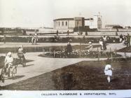Man chwarae plant ac Amffitheatr Y Rhyl 1926