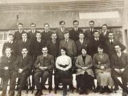 Llun o fyfyrwyr Llysfasi tua 1920au
