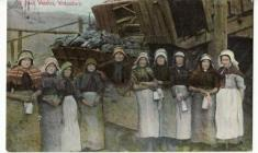 Welsh women in industrial communities c.1800-1920 Cover Image